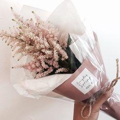. 오늘의 데일리플라워 ver.2 [아스틸베 미니다발] 이계절에만 만나볼수 있는 아이들중  제가 정말 애정하는 핑크아스틸베에요- . . #꽃…