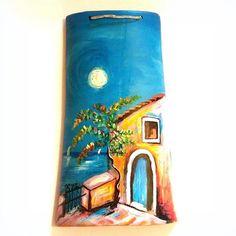 CASOLARE CON LUNA PIENA tegola con un suggestivo dipinto di un casolare illuminato da una maestosa luna piena. Misure 24×18 I colori della creazione possono essere leggermente diverse da come appaiono in foto. #QUADRI #tegoledipinteamano #arte #handmade #madeinsalento #danielagiorgino