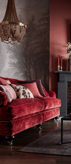 Velvety and Ostentatious Red Couch Inspiration // Malabar Artistic Furniture Muebles Shabby Chic, Design Living Room, Red Living Room Decor, Red Living Rooms, Red Couch Living Room, Decor Room, Design Bedroom, Traditional Sofa, Traditional Furniture