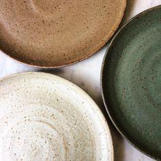 neutral and earthy color palette. Ceramic Tableware, Ceramic Clay, Ceramic Pottery, Kitchenware, Slab Pottery, Thrown Pottery, Ceramic Bowls, Keramik Design, Estilo Tropical