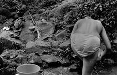FMLN guerilla woman bathing in a stream running through the guerilla encampment. Many women were in the ranks of the FMLN living in the jungle. The civil war ended in January ©Larry Towell/Magnum Photos Salvadoran Civil War, Gender Issues, I Gen, Robert Doisneau, Raw Beauty, Magnum Photos, Black And White Photography, Larry, Vintage Photos