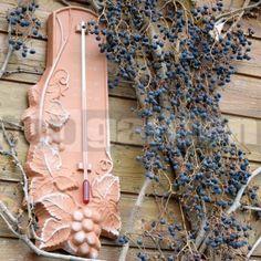Vonkajší teplomer s vinárskym motívom. Burlap Wreath, Wreaths, Home Decor, Decoration Home, Room Decor, Bouquet, Interior Decorating, Floral Arrangements