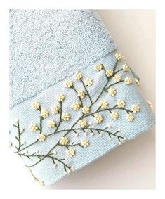 Hand Embroidery: embroidery design with lazy daisy stitch. Related Post Vintage embroidery patterns around Daisies Gallery. Amazing Hand Embroidery: Do you want to learn flower ideas with tricks and tips to add your hand embroidery projects? Hand Embroidery Videos, Hand Work Embroidery, Embroidery Flowers Pattern, Machine Embroidery Projects, Crewel Embroidery, Hand Embroidery Stitches, Hand Embroidery Designs, Embroidery Techniques, Ribbon Embroidery