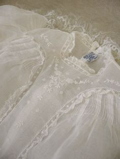 ❤️ lace ruffle finish on front panel inset Vintage French Christening Gown # 2 image Vintage Baby Dresses, Vintage Baby Clothes, Vintage Outfits, Vintage Clothing, Baby Christening Gowns, Baptism Dress, Antique Lace, Vintage Lace, Vintage Sewing