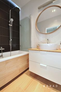 Narrow bathroom remodel narrow bathroom benefits from shower window Bathroom Remodel Shower, Green Bathroom, Lighted Bathroom Mirror, Narrow Bathroom, Window In Shower, Interior Design Trends, Round Mirror Bathroom, Interior Design Living Room, Bathrooms Remodel
