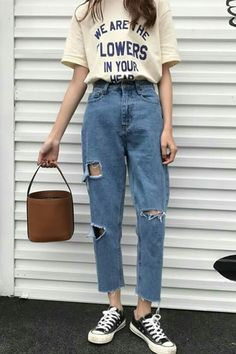 Vintage fashion and vintage outfits is a trend that individuals have been remembering in the century. Here are 22 of our favorite vintage outfits! Vintage Outfits, Retro Outfits, Cool Outfits, Casual Outfits, Hipster Fashion, 90s Fashion, Korean Fashion, Fashion Outfits, Fashion Tips