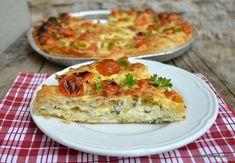 Plăcintă sărată cu brânză, smântână, ceapă verde și roșii cherry | Savori Urbane Quiche, Feta, Deserts, Food And Drink, Low Carb, Pizza, Breakfast, Recipes, Food