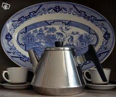 Hackman Sorsakoski Finland, vintage coffee pot 1960s Tea Kettles, Vintage Kitchenware, Vintage Coffee, Marimekko, Teapots, Finland, Retro Vintage, Nostalgia, Kitchen Appliances