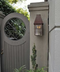 Beautiful backyard garden inspiration for your home! Creative gates for a gorgeous entryway into a yard or flower garden. Lovely tour of homes. Backyard Gates, Garden Gates And Fencing, Fence Gate, Door Gate, Side Gates, Front Gates, Entry Gates, Tor Design, Gate Design
