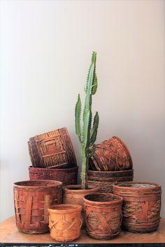 Boho też może być wabi-sabi. Wystarczą stare koszyki. #jungalowstyle #wabisabiplant