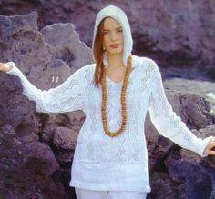 Вязаный пуловер с капюшоном и карманами будет незаменим как в жаркую погоду, так и в прохладную
