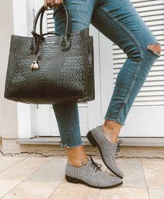 c6497cf92 Bolsa Hollywood em couro estampa croco preto #cavage #cavageonline  #feitoamao #moda #