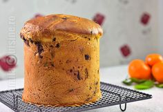 Panettone / Cozonac italian – reteta video via Romanian Desserts, Romanian Food, Italian Christmas Bread, Cake Shop, Sweet Bread, Just Desserts, Holiday Recipes, Bakery, Muffin