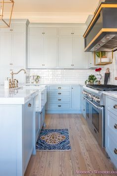 kitchen island images photos things we combining brass and marble marbles 5088