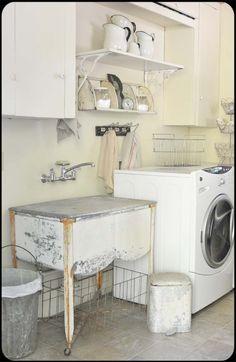 landelijk geïnspireerde wasplaats - via eikenstamtafel.be: verhuur exclusieve eikenhouten feesttafels, banken en stoelen
