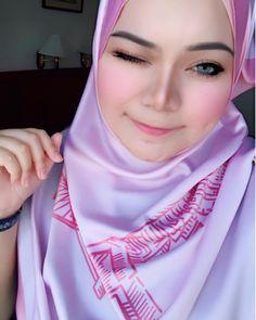 hijab stylist #hijaberimpian Muslim Fashion, Hijab Fashion, Hijab Tutorial, Niqab, Hijab Outfit, Stylists, Womens Fashion, Outfits, Style