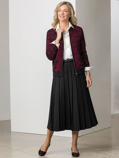 Pleated Skirt - A classic pleat skirt looks smart no matter what you pair with it. Features a side zipper, back-elastic waist. Casual Summer Outfits For Women, Trendy Clothes For Women, Casual Summer Dresses, Suits For Women, Ladies Suits, Midi Skirt Outfit, Blouse And Skirt, Skirt Outfits, Uniqlo Style