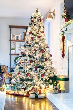 Dark Green & Burgundy Christmas Tree Elegant Christmas tree decorating ideas for Take traditional colors and new spin with green velvet ribbon and burgundy ornaments. Flocked Christmas Trees Decorated, Elegant Christmas Trees, Red And Gold Christmas Tree, Diy Christmas Garland, Christmas Tree Themes, Christmas Colors, Flocked Trees, Christmas Villages, Holiday Decor
