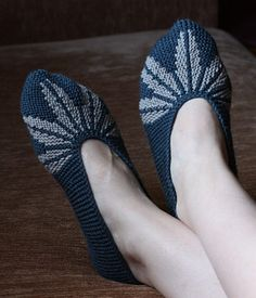 Free Knitting Pattern for Leaf Motif Slippers