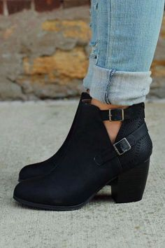 24 Beautiful Casual Style Shoes Looks To Look Cool – Perfect Fall Shoes. Black Leather Shoes, Black Ankle Boots, High Heel Boots, Leather Ankle Boots, Black Shoes, Bootie Boots, Shoe Boots, Shoes Heels, Black Booties