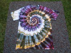 tye dye shirts with paint Bleach Tie Dye, Tye Dye, Tie Dye Party, Diy Tie Dye Shirts, Tie Dye Crafts, Tie Dye Fashion, Tie Dye Techniques, Tie Dye Outfits, How To Tie Dye