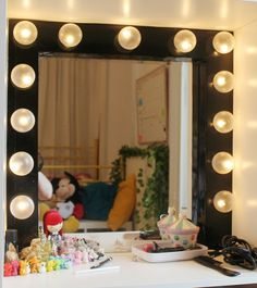 16 Brilliant DIY Projects To Make Mirrors For Home Decorations | World inside pictures. Pin now read later.