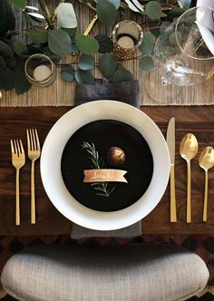 Such a gorgeous simple holiday tablescape: gold flatware, white china, a neutral table runner, dark gray linen napkin, with silver dollar eucalyptus and votives as the centerpiece. Classic and modern at the same time. This will seriously impress your guests!: