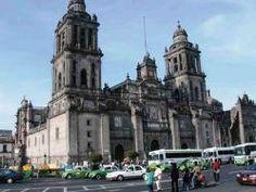 """""""Catedral Metropolitana de la ciudad de México"""" - (La primera estapa) construida en 1571 - 1657 - (segunda etapa) 1657 - 1793 - (tercera etapa) 1793 - 1813 - estilo gótico barroco  - En la Ciudad de México"""