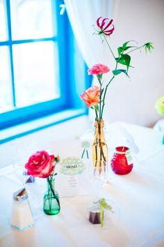 Schillernd bunte Hochzeitsdeko - Hochzeitsfotografie Sophie Saller