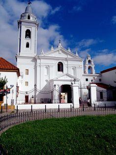 Iglesia en Buenos Aires cerca de la Recoleta.
