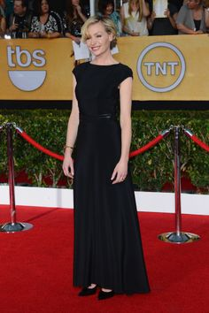 Portia de Rossi polishes off her gown with a sleek belt