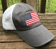 Red White Blue American Flag Trucker Hat (Heather Gray / White)
