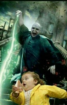 This photo of Voldemort trying to catch his nose. - This photo of Voldemort trying to catch his nose. Harry Potter Voldemort, Harry Potter Tumblr, Memes Do Harry Potter, Images Harry Potter, Fans D'harry Potter, Harry Potter Fandom, Voldemort Nose, Lord Voldemort, Harry Potter Wattpad