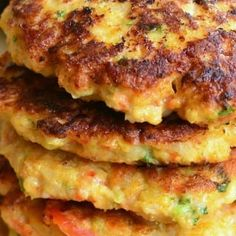 The best shrimp burgers topped with creamy avocado. Juicy, flavorful patties made out of shrimp and veggies, and slathered in spiced crushed avocado. Salmon Recipes, Seafood Recipes, Chicken Recipes, Cooking Recipes, Healthy Recipes, Shellfish Recipes, Burger Recipes, Bun Burger, Shrimp Burger