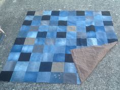 Old jeans, 100 squares and future picnics .- Old jeans, 100 squares and future picnics … More Source by daniellefeuvrie - Plaid Jeans, Denim Rug, Quilting Projects, Sewing Projects, Jean Crafts, Denim Ideas, Patchwork Jeans, Creation Couture, Couture Sewing