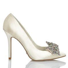 Zapato de novia en satín con pedrería de Menbur (ref. 5656) Satin bridal shoes by Menbur (ref. 5656)