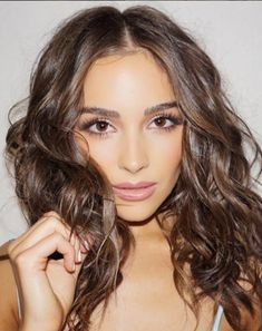 The Makeup Examiner: Celebrity Hairstylist Owen Gould Shares Olivia Culpo GTL