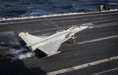"""""""Rafale M"""" n°19 en exercice sur l'USS Dwight D. Eisenhower"""