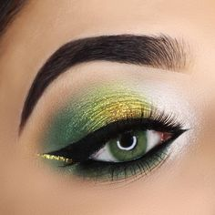 Applicable to both light & dark eyes! TTDeye queen green colored contacts covers your eyeball perfectly just like you're born with them, which makes you as charming and mysterious as cat walking in the moon light. Smokey Eyeshadow Looks, Green Eyeshadow Look, Makeup Looks For Green Eyes, Dark Eyeshadow, Makeup For Green Eyes, Eyeshadow Makeup, Eyeliner, Eyebrows, Eye Makeup For Hazel Eyes
