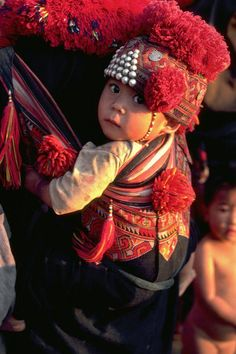 A Mien woman carries her baby on her back, secure in an exquisitely embroidered baby carrier. Mien or Yao originated in China but over the past few centuries have migrated to Vietnam, Laos and northern Thailand where this photograph was taken. We Are The World, People Around The World, Around The Worlds, Precious Children, Beautiful Children, Cute Kids, Cute Babies, Happy Baby, Rare Images