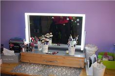 Kosmetické zrcadlo na stůl s osvětlením