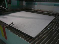 チタンの材料を固定した際の写真です。http://www.water-cut.jp/ TEL 0867-24-1221 ウォータージェット切断加工をお探しなら、近藤発動機へご相談下さい。