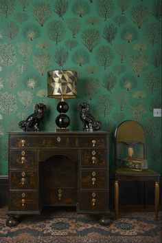 A classic sea fern motif wallpaper design in emerald green.