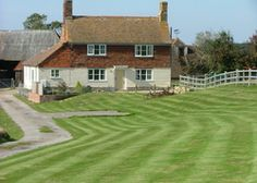 Coldharbour Cottage | United kingdom Kent England. An off-the-beaten-track retreat with an 18th-century history for a family or 2 couples, in a super spot