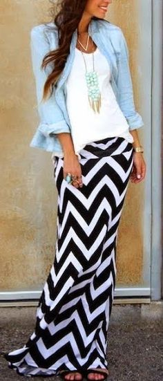 Love this look! LoLoBu - Women look, Fashion and Style Ideas and Inspiration, Dress and Skirt Look Chevron Maxi Skirts, White Maxi Dresses, Summer Dresses, Striped Maxi, Outfits With Maxi Skirts, Sheath Dresses, Fashion Mode, Look Fashion, Womens Fashion