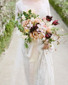 WEBSTA @ thegardengateflowerco - Announcing a new workshop! Our wedding intensive collaborative class with @gandgorgeousflowers will be April 25th
