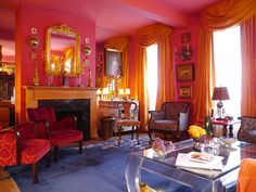 Pink walls, pink ceiling, pink everything. Pink you very much! /// Interiorator