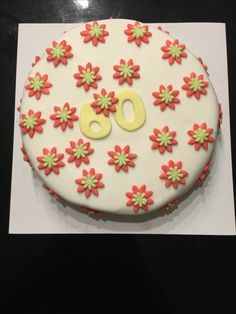 Fondant cake. 60 jaar. Bloemen