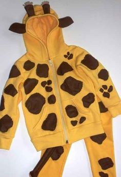 This adorable giraffe get-up. | 37 Cheap And Easy Sweatsuit Halloween Costumes