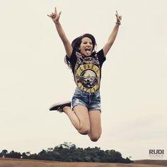 Lívia Silva, performance para vídeo de sua festa de 15 anos, em maio. Foto#rudibodanese